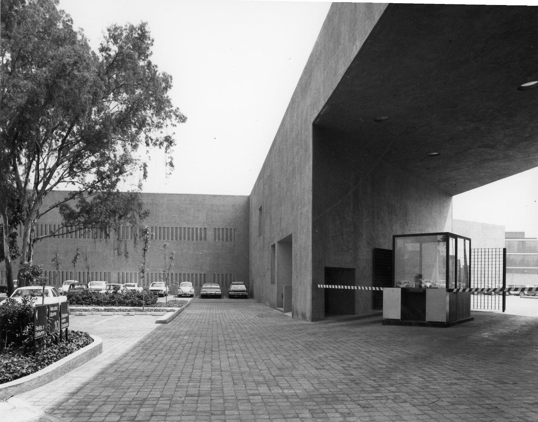 EDIFICIO OFICINAS IBM SOLANA|Fotografía de : Julius  Shulman © J. Paul Getty Trust. Getty Research Institute, Los Angeles