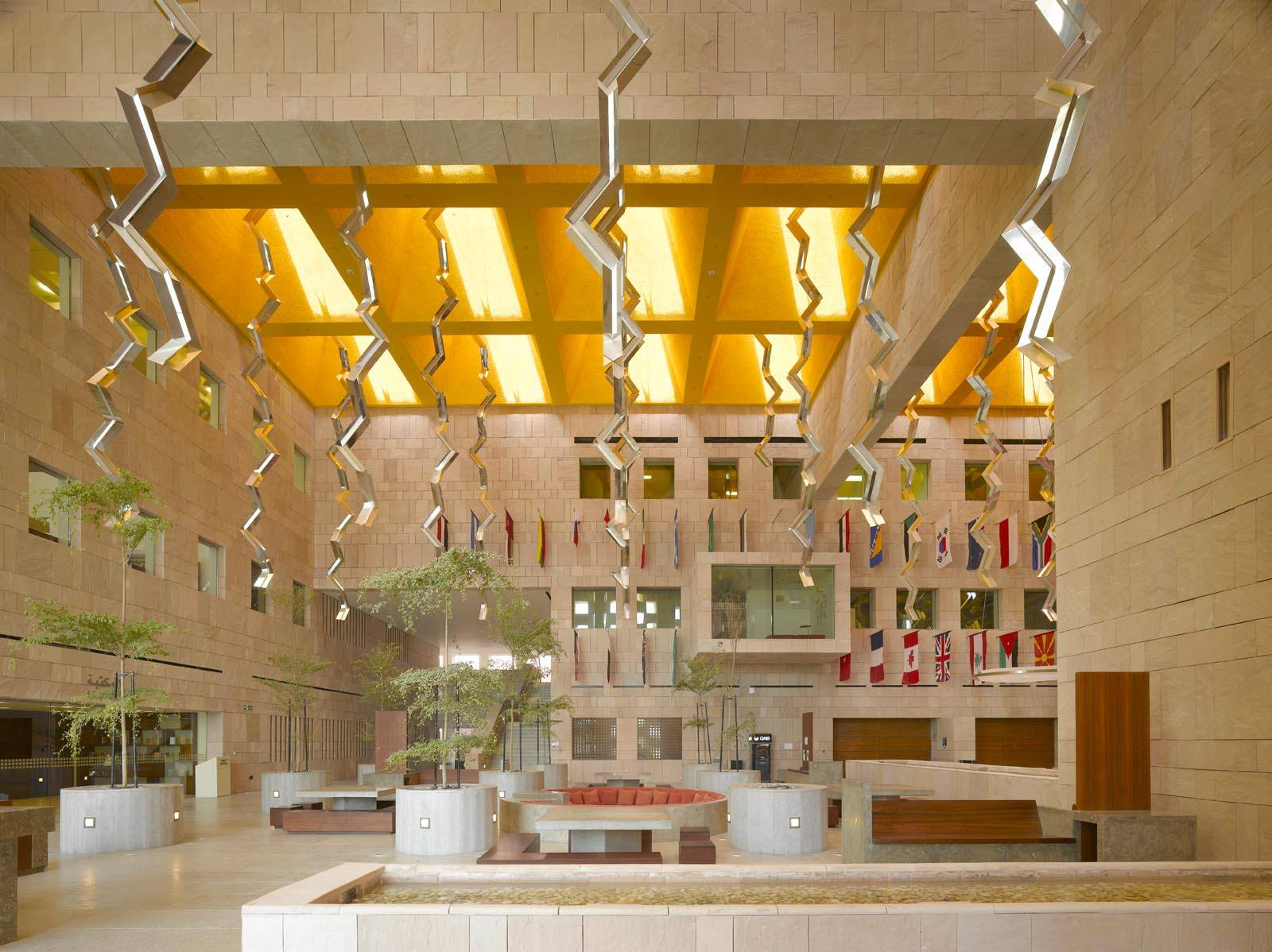 CENTRO ESTUDIANTIL, UHBK|Fotografía de : Roland  Halbe